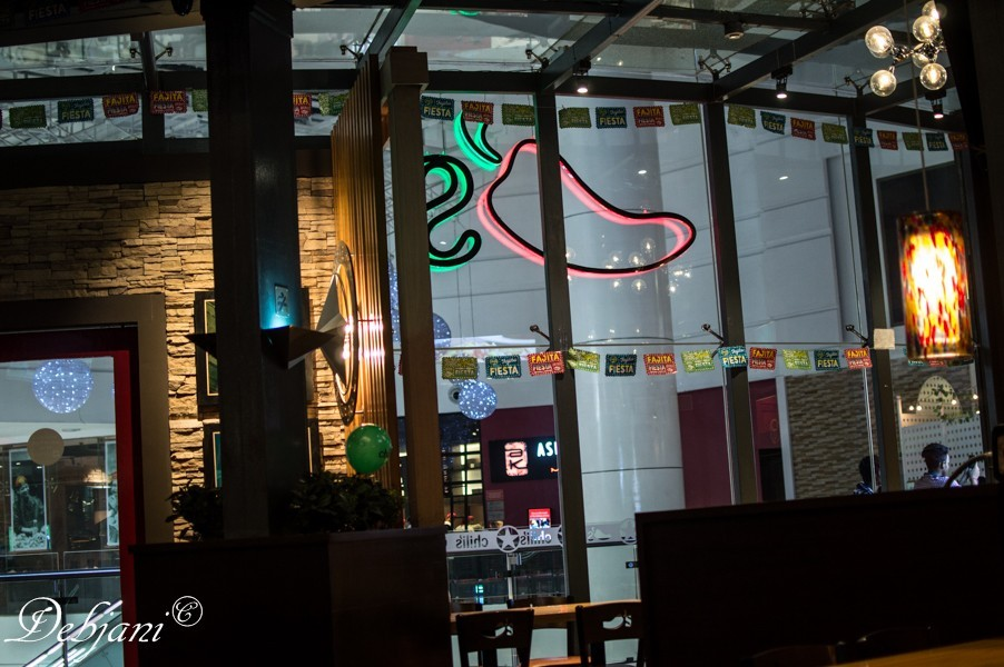 %Chili's Grill & Bar