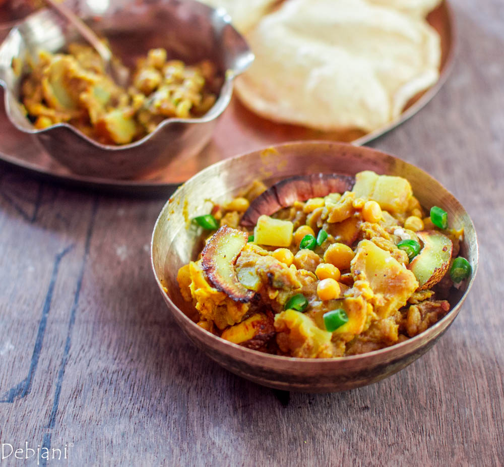 Narkel diye Niramish Ghugni | Bengali No Onion No Garlic Ghugni or Yellow Peas Curry with Fried Coconut