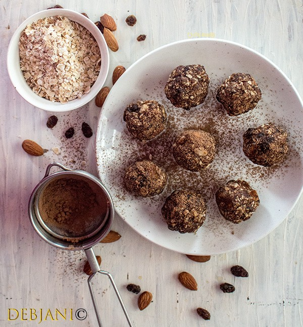 %Oatmeal, Almond, Raisin, Date and Chocolate Energy Balls