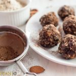 %Oatmeal, Almond, Raisin, Date and Chocolate Energy Balls