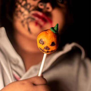 %Halloween Cake Pops