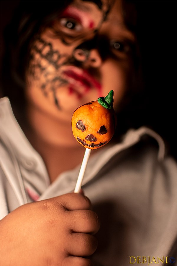 Pasta presents Halloween Cake Pops!