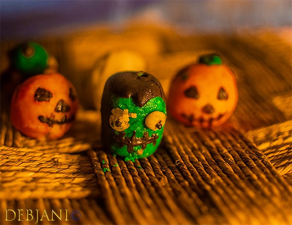 %Halloween Cake Pop Monster