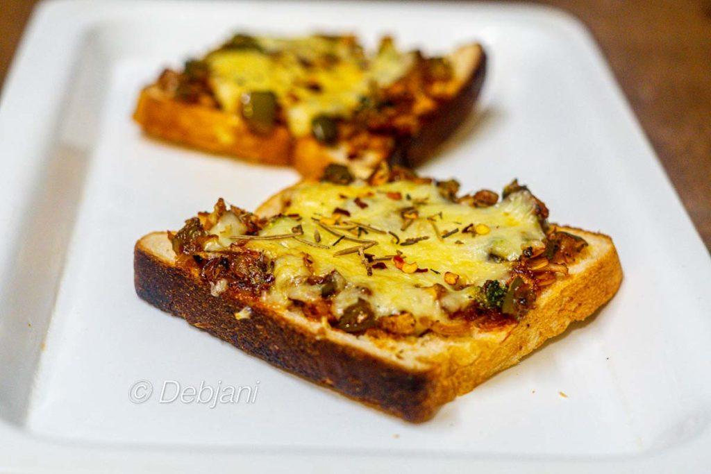 %Veg Bread Pizza Recipe debjanir rannaghar